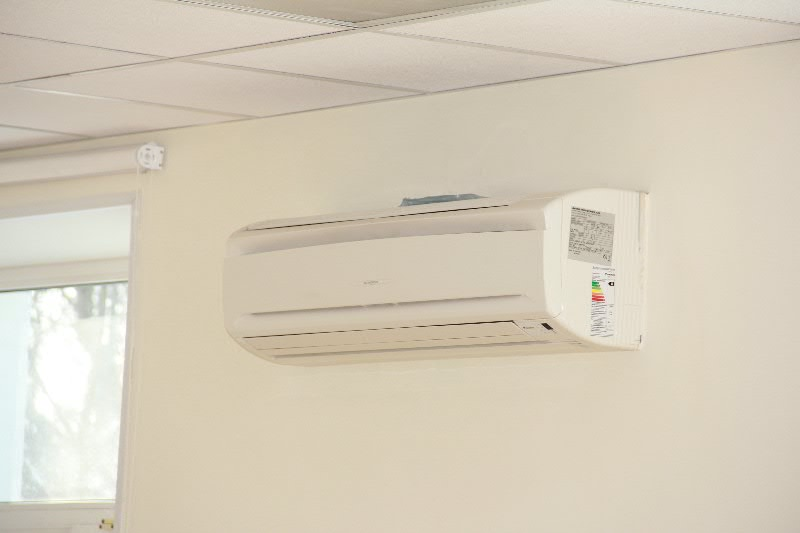 Монтаж настенных сплит систем Daikin в помещениях Сбербанка